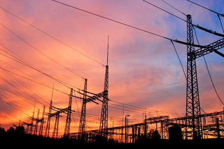 energia electrica: L�nea de torre y transmisi�n de energ�a