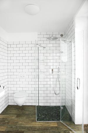 Stylish clean bathroom photo
