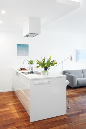 Moderne Küche Und Wohnzimmer, Skandinavischen Interieur Lizenzfreie ...