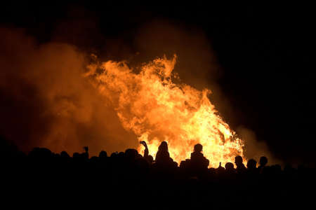 silhouettes of people over bonfire, Spain Imagens