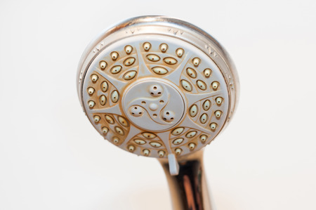 Dirty shower head with limescale and rust on it Stockfoto