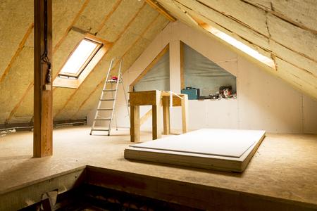 poddasze domu w budowie ocieplenie ścian mansardowych wełną mineralną