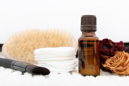 Aromatic botanical cosmetics. Dried herbs flowers mixture, body scrub brush, oils. Holistic herbal DIY skincare beauty hack Foto de archivo