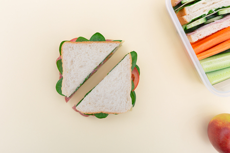 Healthy eating a sandwich in lunchbox Banque d'images