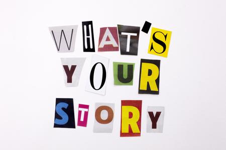 Un texte d'écriture de mot montrant le concept de QUOI FAIT VOTRE HISTOIRE faite de lettre différente de journal de magazine pour l'affaire sur le fond blanc avec l'espace Banque d'images - 88989794