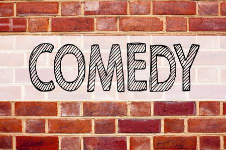 Inspiration de légende de texte conceptuel montrant Comedy. Concept d'entreprise pour microphone Stand Up Comedy écrit sur le vieux fond de briques avec espace Banque d'images - 91258190