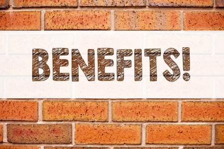 Begriffsmitteilungstext-Titelinspiration, die Nutzen zeigt. Geschäftskonzept für Bonus Employee Financial Benefits geschrieben auf alten Ziegelsteinhintergrund mit Raum Standard-Bild - 91451280
