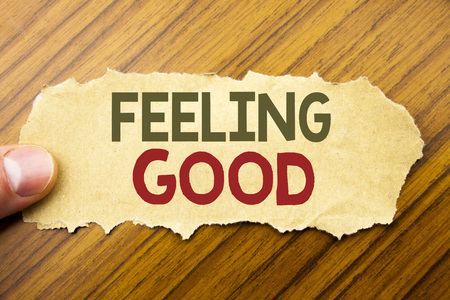 Writing text showing Feeling Good. Business concept for Happy Positive Attitude written on note paper on wooden background with human finger. Vintage style. Banque d'images