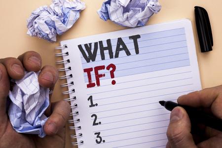 Textzeichen mit Was-wäre-wenn-Frage. Konzeptfoto Welche mittlere Frage stellen Sie häufig Hilfe beim Lösen von Support-FAQ, geschrieben von Man Notebook Book mit Marker Plain-Hintergrund