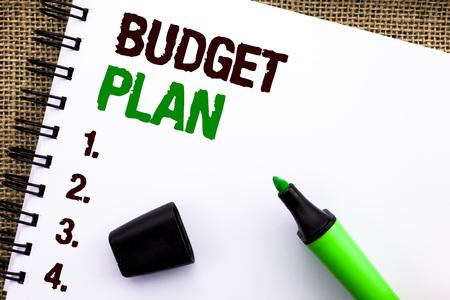 Segno di testo che mostra il piano di bilancio. Foto concettuale Strategia contabile Budgeting Entrate finanziarie Economia scritta Notebooke Prenota lo sfondo di iuta Indicatore accanto. Archivio Fotografico
