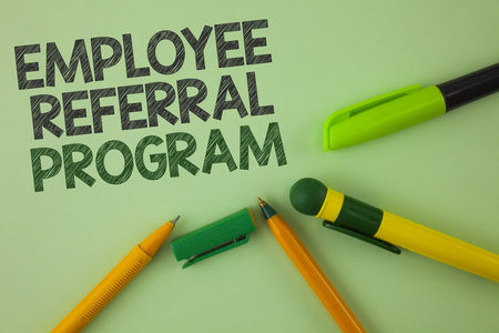 Handwriting text writing Employee Referral Program. Concept meaning Recommend right jobseeker share vacant job post written Plain Green background Pens next to it. Banque d'images - 99370559