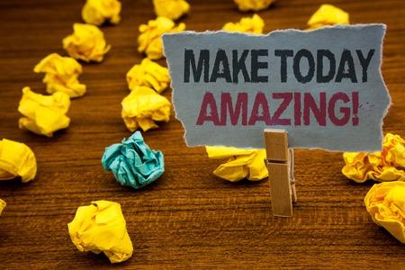 Escribir nota mostrando Make Today Amazing Llamada motivacional. Exhibición fotográfica de negocios momento productivo optimista especial cartón con letras piso de madera bultos amarillos difusos verde corazonada