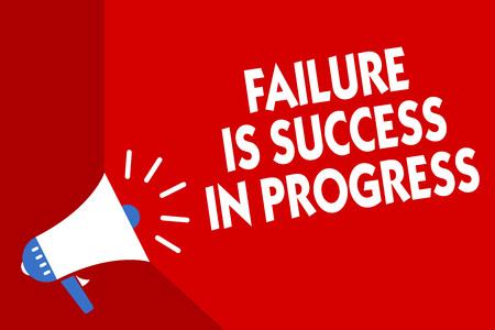 La main conceptuel montrant l'échec est un succès en cours. Photo d'affaires mettant en valeur vous devez faire des erreurs pour l'amélioration de l'arrière-plan rouge mégaphone message important parlant fort