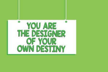 Texto de escritura a mano Eres el diseñador de tu propio destino. Concepto Significado abrazar la vida hacer cambios tablero colgante comunicación mensaje abrir cerrar firmar fondo verde