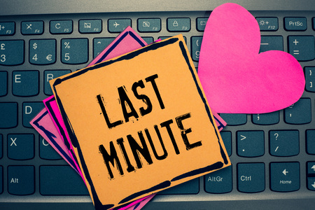 Writing note showing Last Minute. Business photo showcasing done or occurring at the latest possible time before event Papers Romantic lovely message Heart Keyboard computer Good feelings