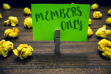 Conceptual hand writing showing Members Only. Business photo text Limited to an individual belongs to a group or an organization Clothespin holding green paper note crumpled papers mistakes 版權商用圖片