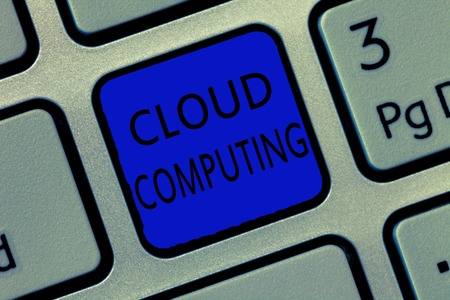 Writing note showing Cloud Computing. Business photo showcasing use a network of remote servers hosted on the Internet. Imagens - 107652385