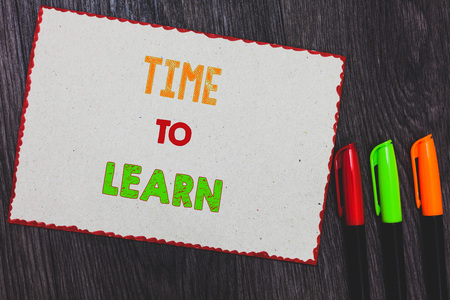 Text sign showing Time To Learn. Conceptual photo Obtain new knowledge or skill Educational or career growth White paper red borders colorful markers wooden background expressing ideas 免版税图像