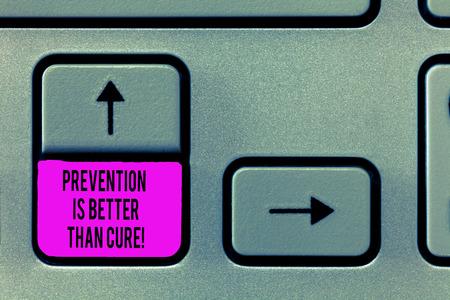 Escribir nota que muestra que la prevención es mejor que la cura. Fotografía de negocios que muestra la enfermedad se puede prevenir si se identifica antes. Foto de archivo