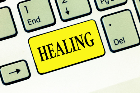 Word writing text Healing. Business concept for process of making or becoming sound or healthy again Helping injured. Archivio Fotografico - 110295423