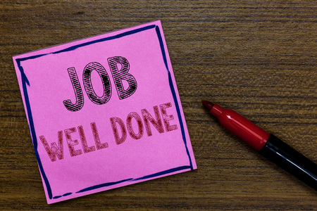 Text sign showing Job Well Done. Conceptual photo Well Performed You did it Cheers Approval Par Accomplished Purple Paper Important reminder Communicate ideas Marker Wooden background 写真素材