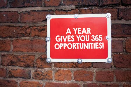 Escritura de texto escrito, un año da sus 365 oportunidades. Concepto Significado inspiración de motivación de nuevo comienzo Foto de archivo