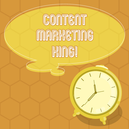 Conceptual hand writing showing Content Marketing King. Business photo text Content is central to the success of a website Color Thought Speech Bubble with Outline and Alarm Clock 版權商用圖片