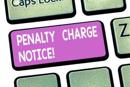 Signo de texto que muestra el aviso de penalización. Foto conceptual multas emitidas por la policía por delitos muy leves Intención de teclas del teclado para crear mensaje de computadora presionando la idea del teclado