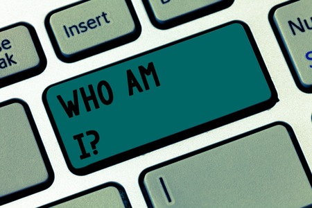 Text sign showing Who Am I. Business photo text Self consciousness own demonstrability identity character Keyboard key Intention to create computer message pressing keypad idea Standard-Bild