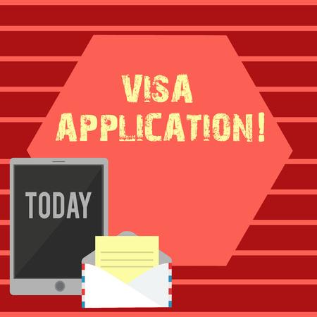 La scrittura della nota mostra la domanda di visto. Il concetto di business per l'autorizzazione condizionata concessa dal paese allo straniero Busta con carta e schermo del tablet su uno spazio vuoto a colori Archivio Fotografico