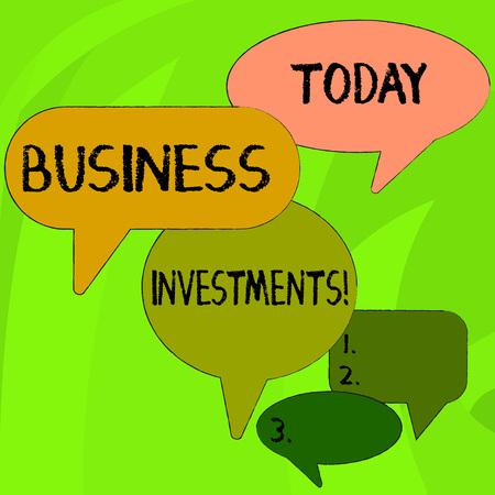 Escritura a mano conceptual mostrando inversiones comerciales. Concepto Significado acto de comprometer dinero o capital para un esfuerzo Speech Bubble en diferentes tamaños y discusiones de grupo de sombra