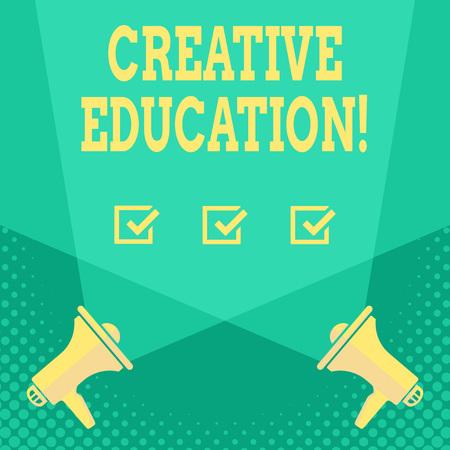 Texte de l'écriture de l'éducation créative. Les étudiants en photo conceptuelle capables d'utiliser l'imagination et la pensée critique Blank Double Spotlight s'entrecroisant vers le haut à partir de deux mégaphones sur le sol