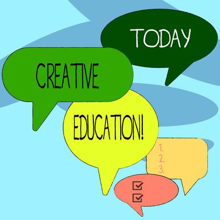 Texte de l'écriture l'écriture de l'éducation créative. Les étudiants en photo conceptuelle capables d'utiliser l'imagination et la pensée critique De nombreuses bulles de couleur de différentes tailles et nuances pour la discussion de groupe