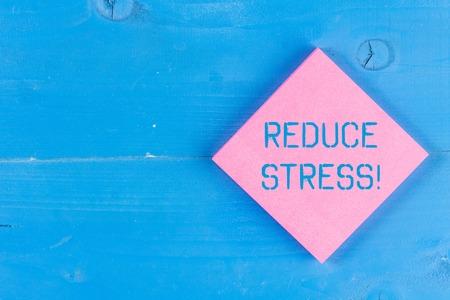 Escritura de texto Word reducir el estrés. Exhibición fotográfica de negocios para aliviar la tensión y comprometerse con un estilo de vida de calidad
