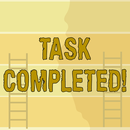 Écrit remarque montrant la tâche terminée. Concept d'entreprise pour l'action terminée ou les affectations qui n'ont pas de durée restante Deux échelles de grenier verticales appuyées contre un mur de couleur à rayures
