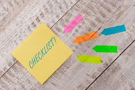 Word writing text Checklist. Business photo showcasing list items required things be done or points considered Plain note paper and line arrow stickers on the top of wooden table desk Archivio Fotografico