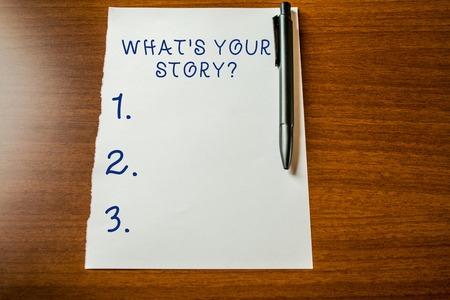 Tekst pisma ręcznego What S Your Story Pytanie. Koncepcyjne zdjęcie z prośbą wykazujące o swoich przeszłych wydarzeniach z życia życia Górny widok pusty papier stacjonarny leżący drewniany długopis tabeli. Pisanie eseju