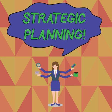 L'écriture de texte Word Planification stratégique. Photo d'entreprise présentant les priorités d'exploitation de l'activité de gestion de l'organisation Businesswoman avec quatre bras s'étendant sur le côté tenant les travailleurs nécessaires