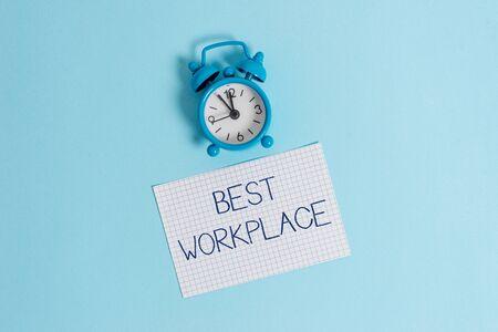 Wort schreiben Text am besten Arbeitsplatz. Geschäftsfoto, das ideales Unternehmen präsentiert, um mit hoher Vergütung stressfreier Vintage-Wecker zu arbeiten