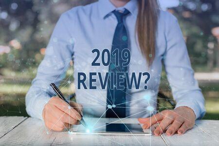 Konzeptionelle Handschrift zeigt 2019 Überprüfungsfrage. Konzept bedeutet, sich an die wichtigsten Aktionen des vergangenen Jahres oder gute Shows zu erinnern? Standard-Bild