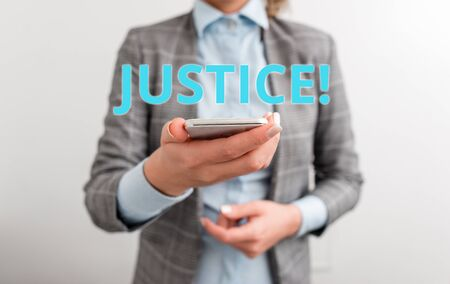 Word writing text Justice. Business photo showcasing impartial adjustment of conflicting claims or assignments Business concept with mobile phone and business woman Banque d'images