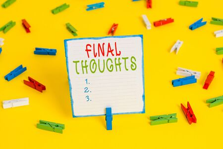 Handwriting text Final Thoughts. Conceptual photo the conclusion or last few sentences within your conclusion Colored clothespin papers empty reminder yellow floor background office Banque d'images