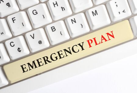 Writing note showing Emergency Plan. Business concept for procedures for handling sudden or unexpected situations White pc keyboard with note paper above the white background Foto de archivo