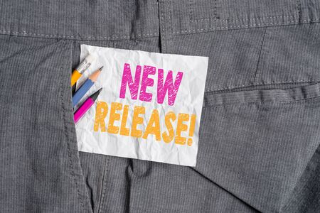 Text sign showing New Release. Business photo showcasing announcing something newsworthy recent product Writing equipment and white note paper inside pocket of man work trousers Foto de archivo - 129286487