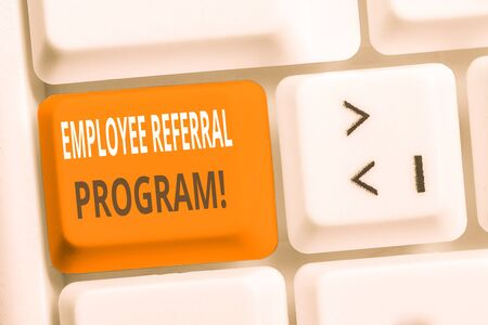 Handwriting text writing Employee Referral Program. Conceptual photo internal recruitment method employed by organizations White pc keyboard with empty note paper above white background key copy space 版權商用圖片 - 129372676