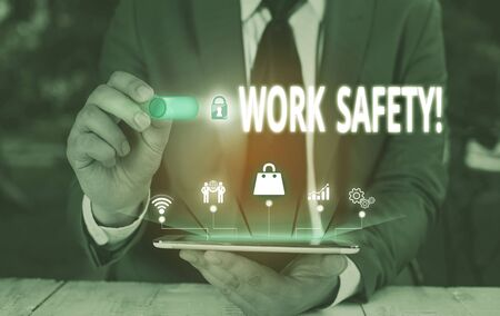 Writing note showing Work Safety. Business concept for policies and procedures in place to ensure health of employees Male wear formal suit presenting presentation smart device Banque d'images - 129642725