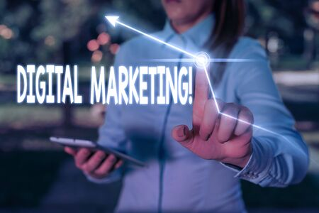 Writing note showing Digital Marketing. Business concept for market products or services using technologies on Internet Banque d'images - 129656398