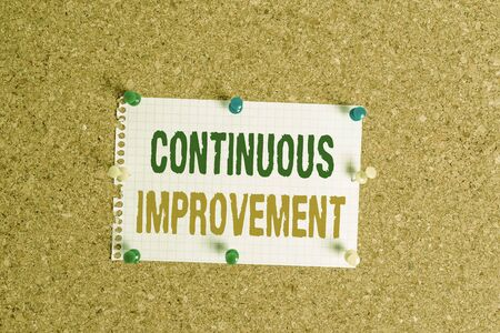 Writing note showing Continuous Improvement. Business concept for ongoing effort to improve products or processes Corkboard size paper thumbtack sheet billboard notice board Foto de archivo - 129854125