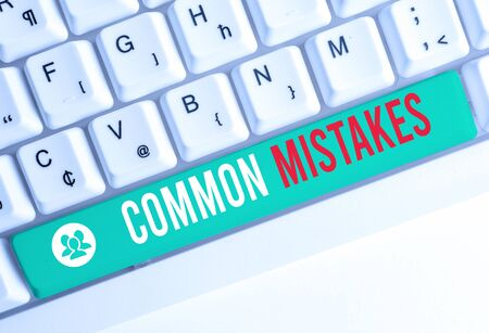 Writing note showing Common Mistakes. Business concept for actions that are often used interchangeably with error White pc keyboard with note paper above the white background 스톡 콘텐츠