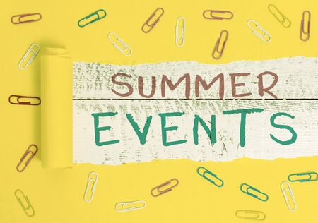 Writing note showing Summer Events. Business concept for Celebration Events that takes place during summertime Foto de archivo - 130158380